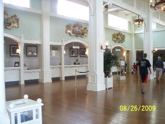 Disney's BoardWalk Inn: Check-in Area @ Lobby