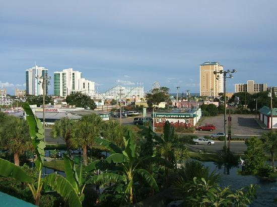 Captains Quarters Resort: view of Myrtle Beach from Jungle putt course