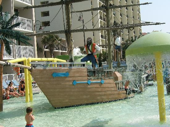 Captains Quarters Resort: pirate ship for wading or younger children