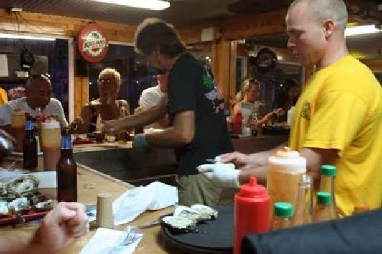 Hunt's Oyster Bar & Seafood Restaurant: Doin' WORK
