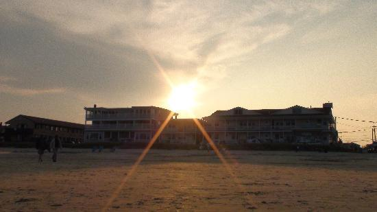 Normandie Oceanfront Motor Inn: Sunset on Old Orchard