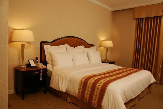 Gamma de Fiesta Americana Monterrey Gran Hotel Ancira: King Standard  deluxe Room