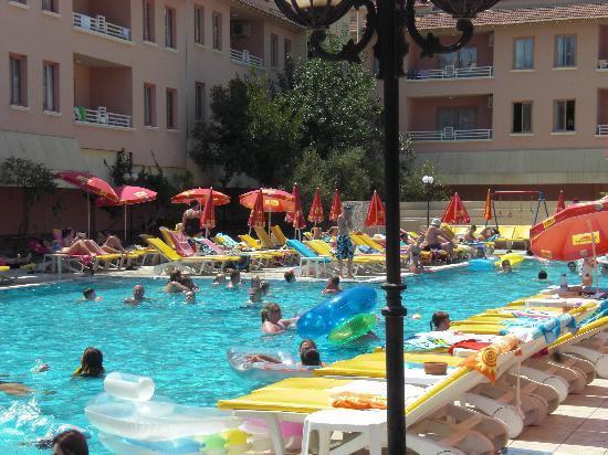 Club Kocer Apartments: hotel pool
