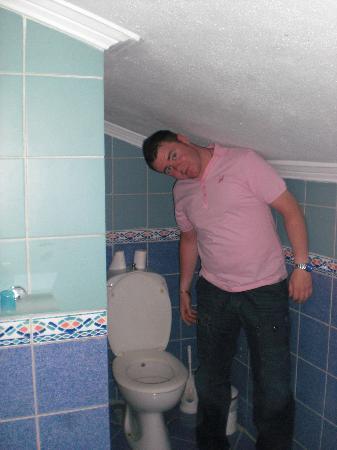 Club Kocer Apartments: attic room bathroom