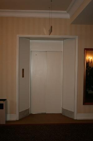 Dom Hotel Koeln: New elevator
