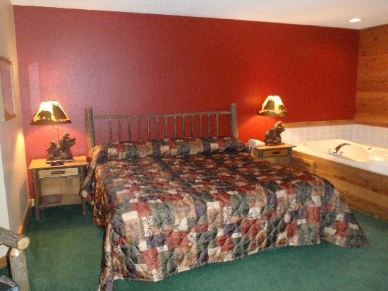 The Lodge at Crooked Lake: Bed