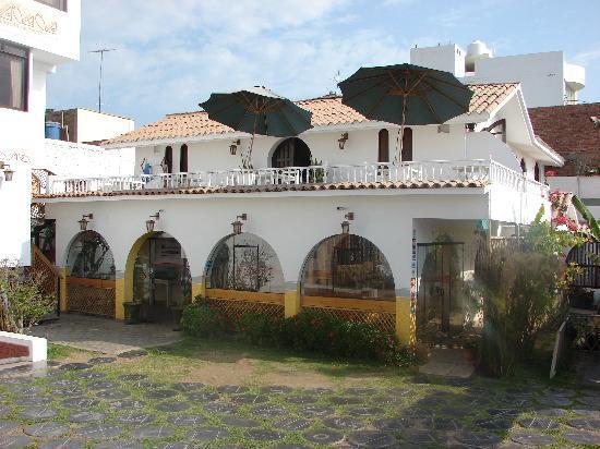 Hotel Huankarute: abajo restaurant, arriba terraza