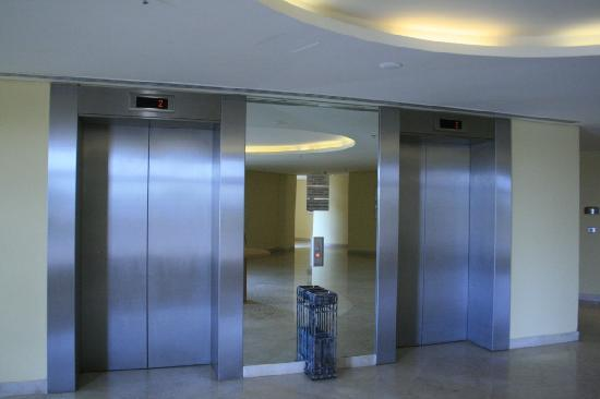 InterContinental Aqaba Resort: Elevators