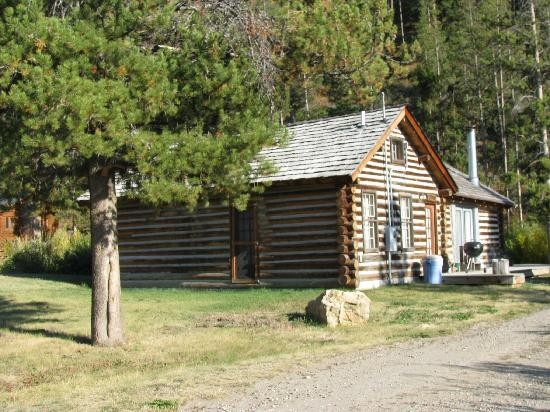 320 Guest Ranch: McGill Cabin