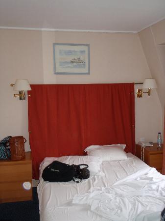 โรงแรมนิวแคนดิเด: 6th Floor Double Room, a bit cramped!