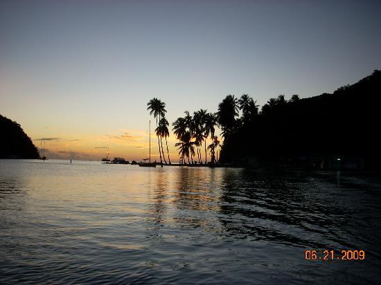 Oasis Marigot: Typical sunset in the bay.