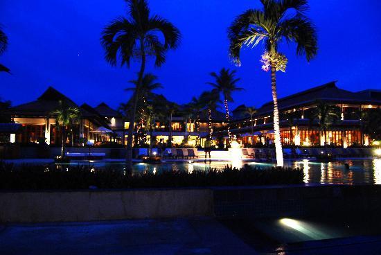 ฟูรามา รีสอร์ท ดานัง: At night