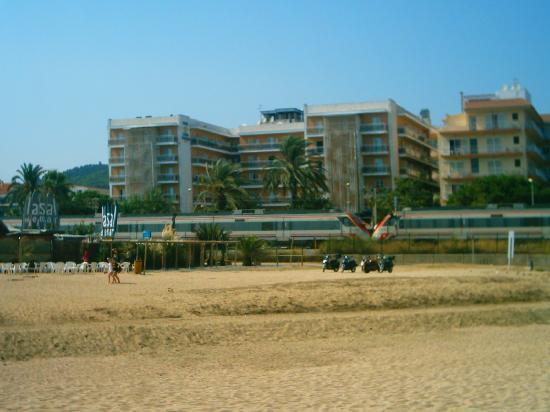 Hotel Sorra Daurada Splash : hotel vue de la plage