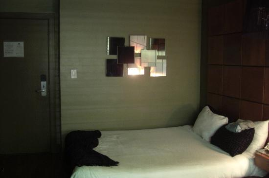 Chesterfield Hotel & Suites: Another View of Room