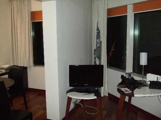 อดาจิโอ ปารีส ตูร์ เอฟแฟล์: Living area/kitchen