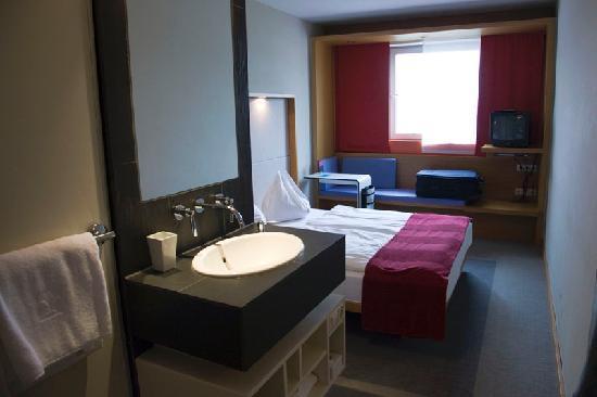 Hotel Daniel Graz: la habitación está bien decorada y es cómoda