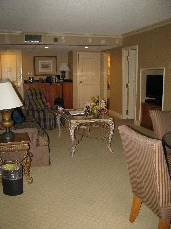 Eden Resort and Suites, BW Premier Collection: living area with kitchenette