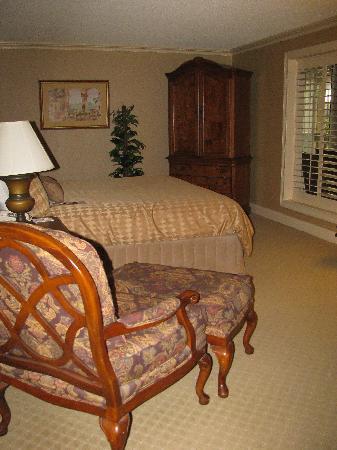 Eden Resort and Suites, BW Premier Collection: king size bedroom