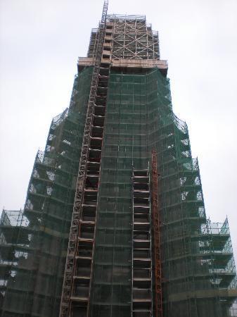 เรคยาวิก, ไอซ์แลนด์: Hallgrimskirkja under construction, but open