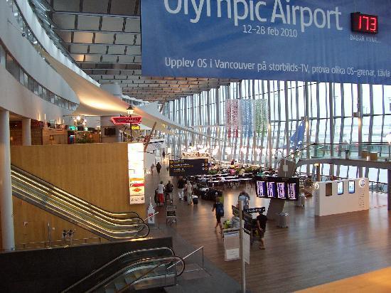 Radisson Blu SkyCity Hotel, Arlanda Airport: View from Hotel lobby
