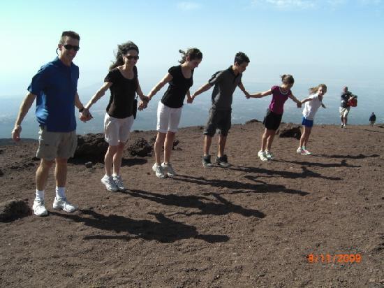 Monte Etna: It's windy on top of Mount Etna