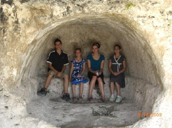 Monte Etna: Enjoying a few minutes of shade while touring the ruins of Siracusa
