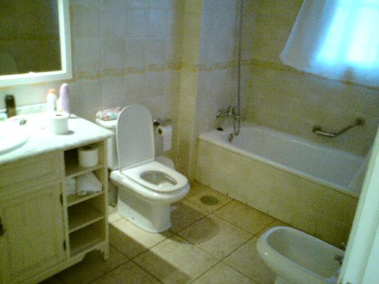 Granada Park Apartments: Bathroom