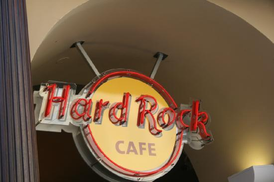 Hard Rock Cafe: Logo