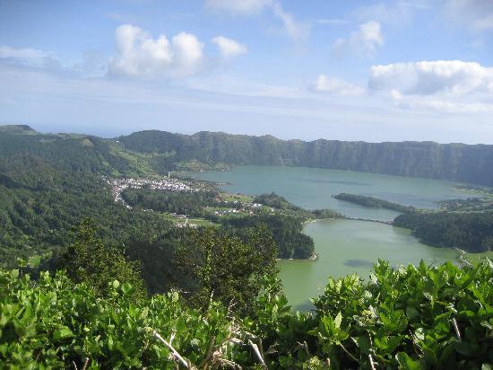 Caldeira das Sete Cidades: overlooking the crater