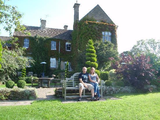 Fosse Manor Hotel: Relaxing in the garden