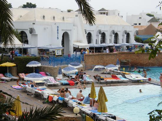 Caribbean Village Agador: la piscine principale et le restaurant l'Oasis