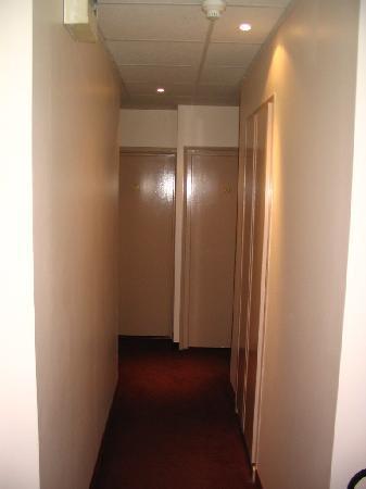โรงแรมโทรกาเดโร่: Corridor