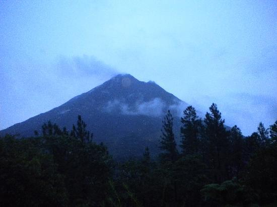 Arenal Observatory Lodge & Spa: Volcan Arenal from our terrace