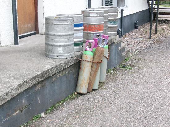 The Lochailort Inn: C'est ici que vous pouvez fumer ! Vive la sécurité !