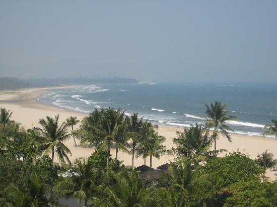 แชงกรีลา ราซา เรีย รีสอร์ท แอนด์ สปา: The beach at Rasa Ria