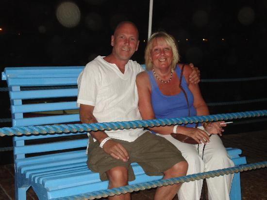 ฮิลตัน นูไวบาโครอลรีสอร์ท: relaxing on the jetty