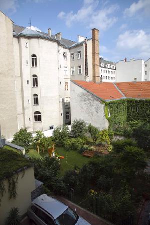 Der Wilhelmshof: El patio interior del hotel