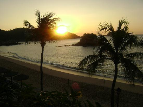 Barcelo Huatulco: Sunrise from the Premium Room balcony...