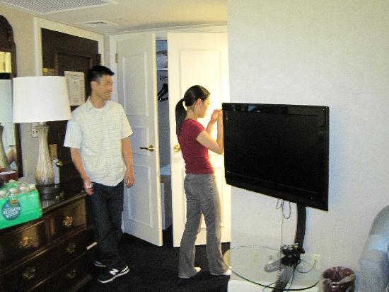 ฮิลตั้น แมนแฮตตัน อีสท์ โฮเต็ล: the flat screen tv