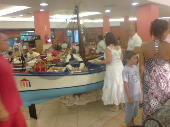 Ohtels Vil.la Romana: Seafood was served in this boat!!