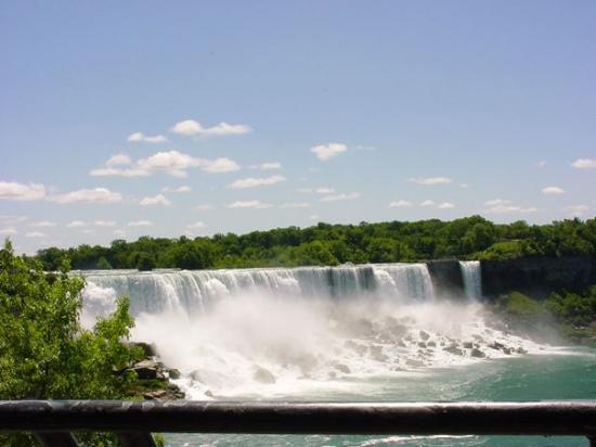 ไนแอการาออนเดอะเลก, แคนาดา: Chute du Niagara coté Etats Unis