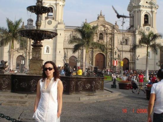Plaza de Armas (Plaza Mayor): Your warm embrace..