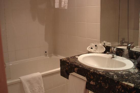 Hotel Auteuil Tour Eiffel: Bathroom