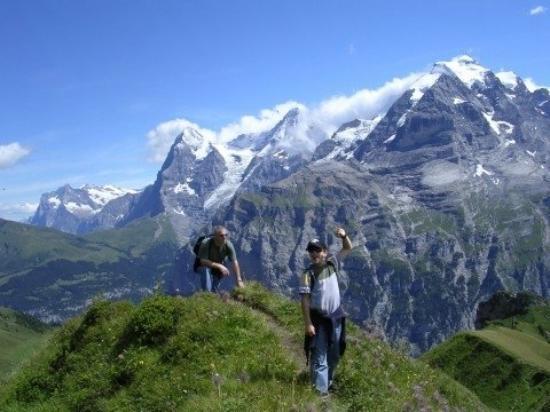 นครวาติกัน, อิตาลี: Hiking Trail near Murren Switzerland August 2004