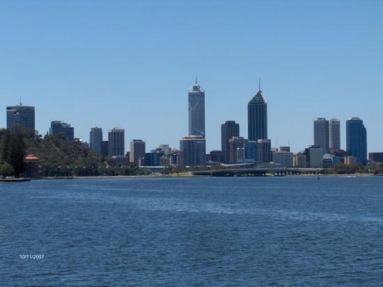 เพิร์ท, ออสเตรเลีย: Perth city...from the ferry...