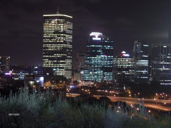เพิร์ท, ออสเตรเลีย: Perth city at night...