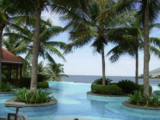 เรดิสัน บลู เทมเปิล เบย์ รีสอร์ท เทมเปิ้ลเบย์ มหาบาลีปุราม: Pool mit Meerblick - nur für gehobene Hotelgäste