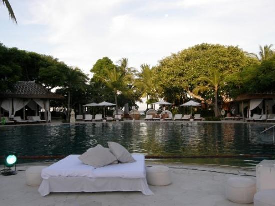 เดอะ เวสทิน รีสอร์ท นูซาดัว บาหลี: Bed Tapas @ By The Water in Westin Bali