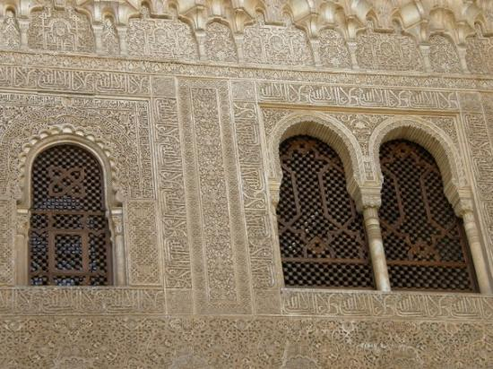 อัลฮัมบรา: The very artistic craft wall of Muslim Prayer inside Alhambra, Granada - Spain