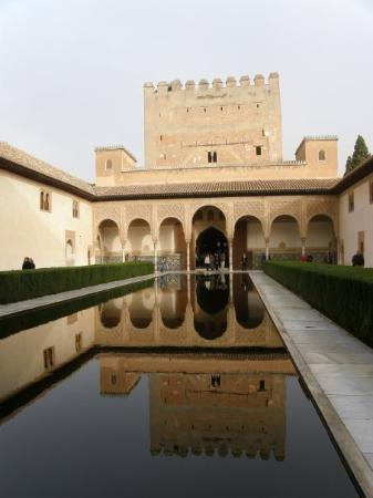 อัลฮัมบรา: The reflection pond of the Andalusia's time...